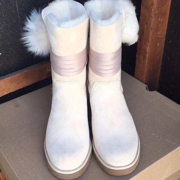 dea495560be ❤️New Ugg Brita Pom Pom Suede boots size 6 NWT